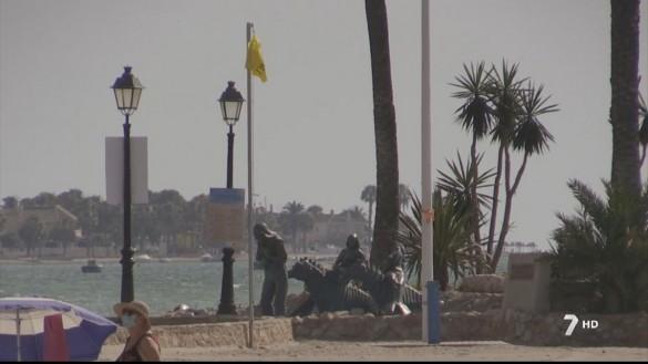 Siete banderas rojas y 14 amarillas este lunes en las playas de la Región