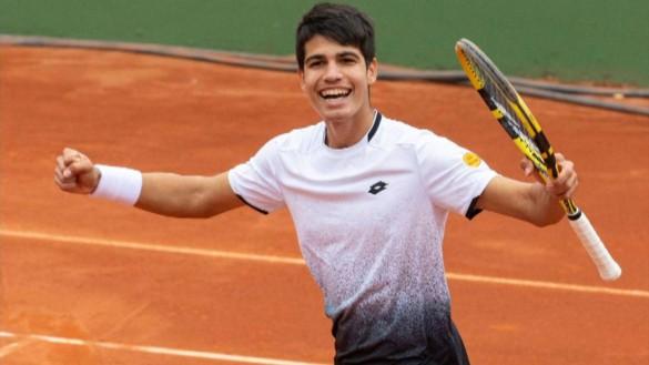 Carlos Alcaraz hace historia al ganar a un Top 200 de la ATP a los 15 años
