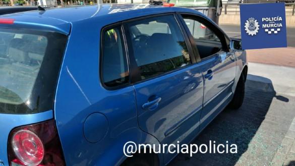 Rescatan a un bebé que se había quedado encerrado dentro de un coche en Murcia