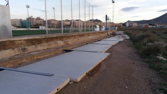 El viento derriba 116 metros de muro del campo de fútbol Antonio Ibáñez de Jumilla