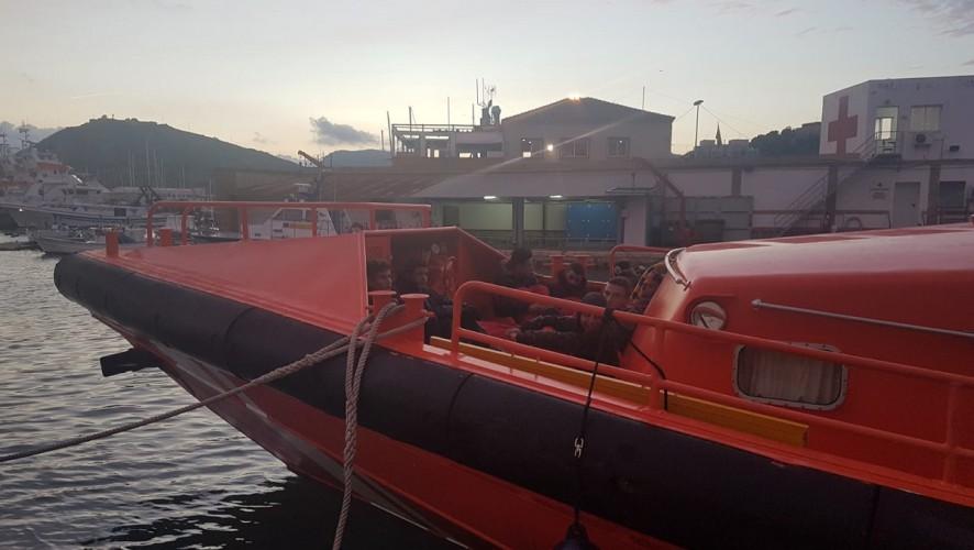 Interceptan 4 pateras con 47 personas a bordo en la costa de la Región