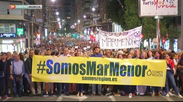 Miles de personas reclaman en Murcia soluciones para el Mar Menor y ayudas por la gota fría