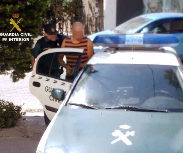 La Guardia Civil detiene a un experimentado delincuente relacionado con una docena de robos en establecimientos