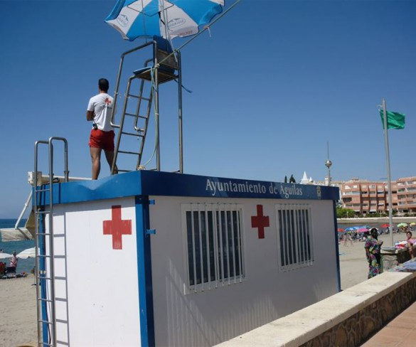 Los puestos de vigilancia de playas abren con bandera amarilla en Águilas, Cartagena, San Javier y San Pedro
