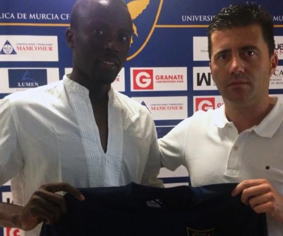 Fall, medio centro senegalés, nuevo jugador del UCAM Murcia CF