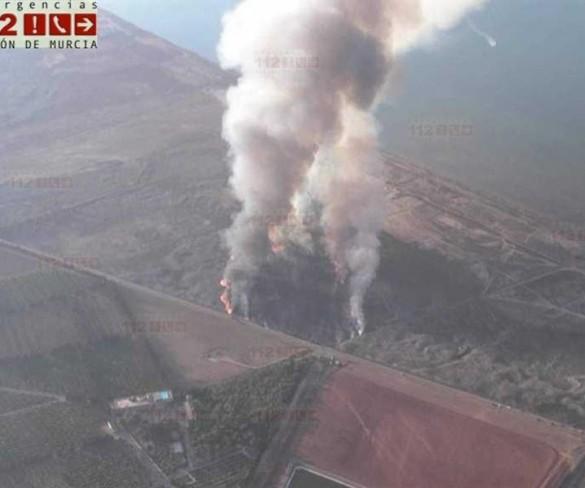 Efectivos del Plan Infomur dan por extinguido el incendio declarado en la Finca Lo Poyo