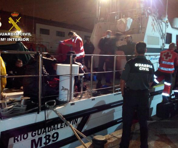 Interceptan tres pateras y 42 inmigrantes en la costa de la Región