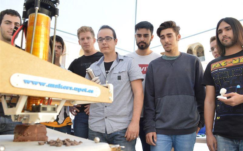 Estudiantes de la UPCT fabrican una impresora 3D que imprime con chocolate