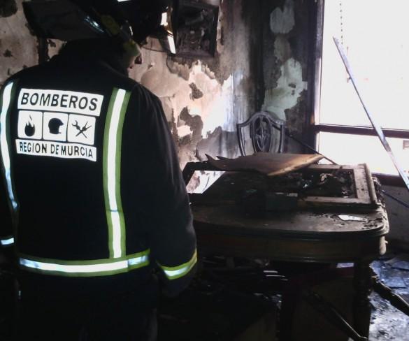 Un hombre de 35 años fallece en Yecla en un incendio de una vivienda