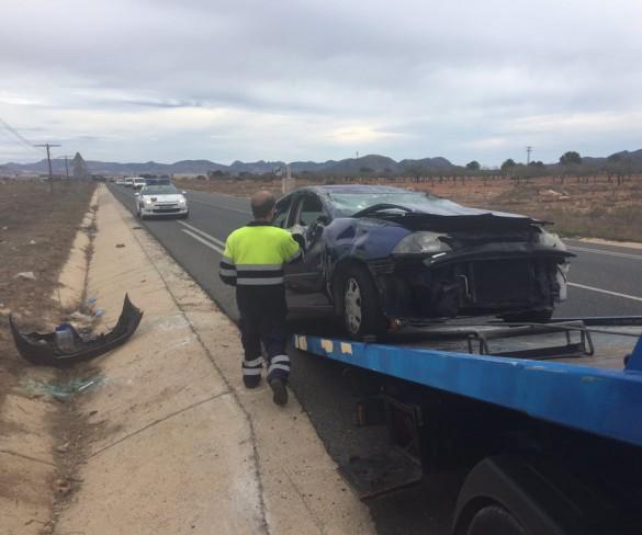 Dos personas resultan heridas graves al volcar su vehículo en Cartagena