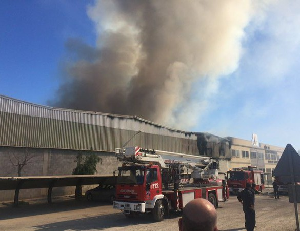 Arde una fábrica de curtido de pieles en Lorca