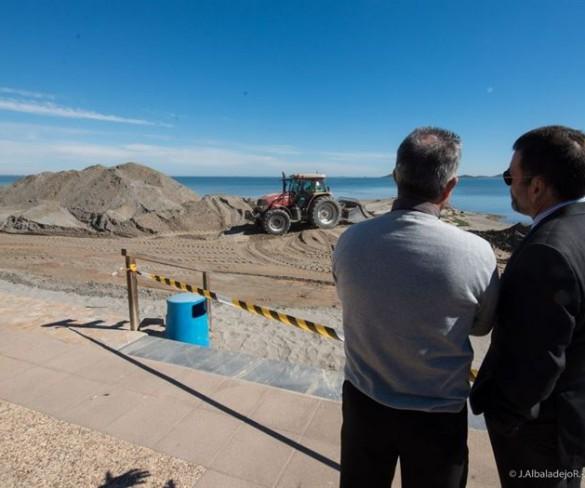 Empiezan a retirar los espigones de Los Urrutias, gracias a la presión ciudadana