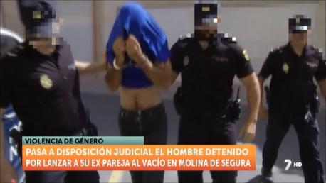 Prisión por arrojar a su ex pareja, herida muy grave, desde una terraza en Molina