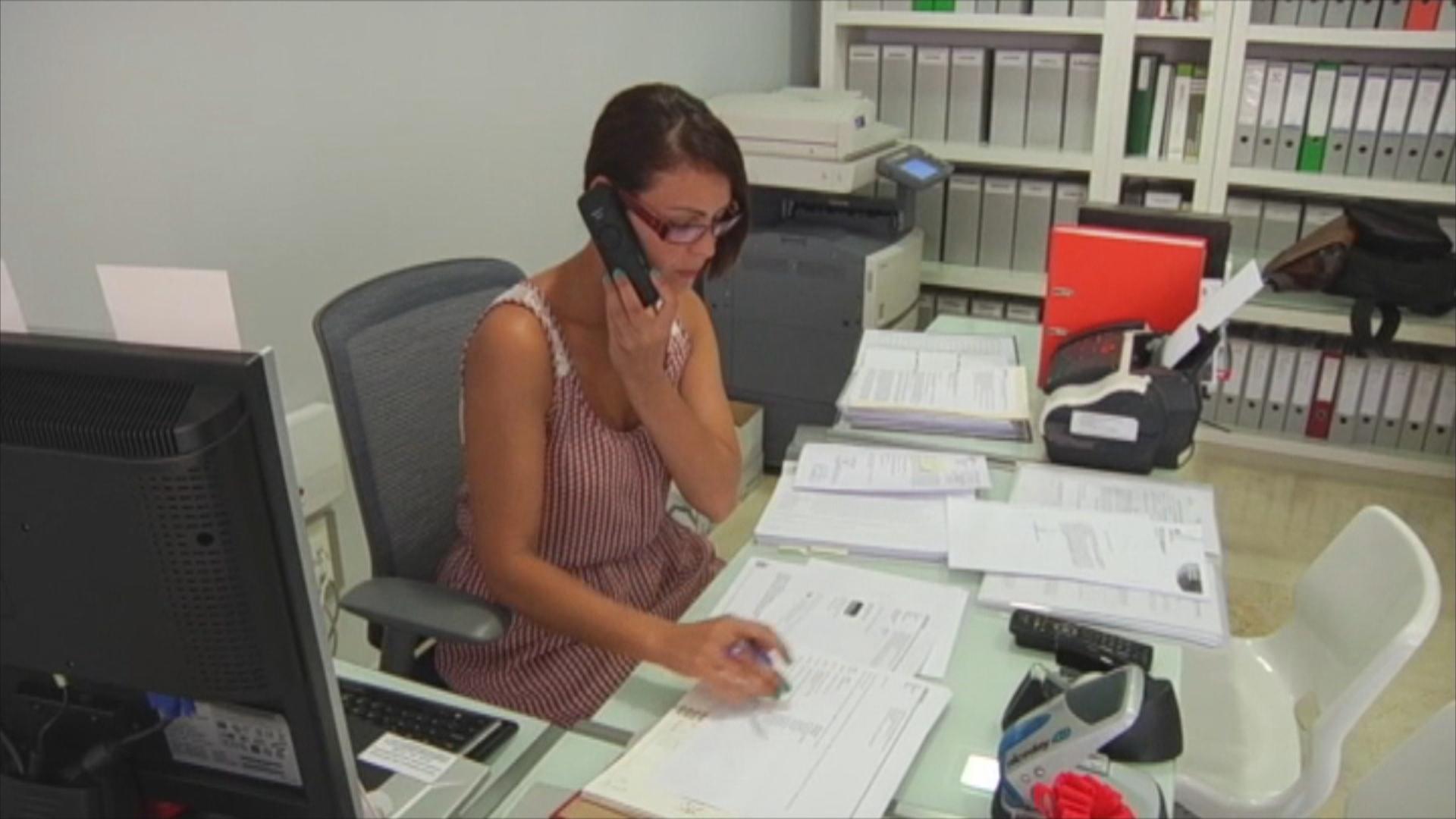 Un total de mujeres m s trabajan en la regi n de for Material de oficina murcia