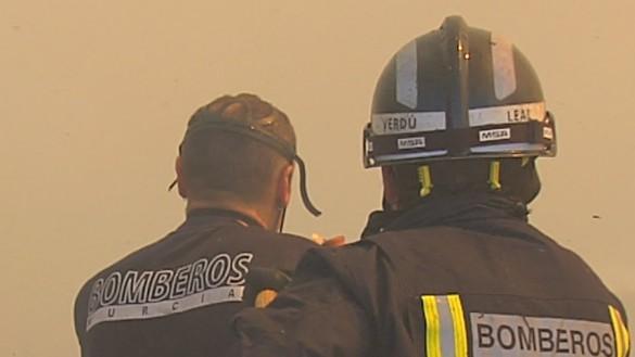 Extinguido el incendio declarado en un secadero de pimientos de Totana