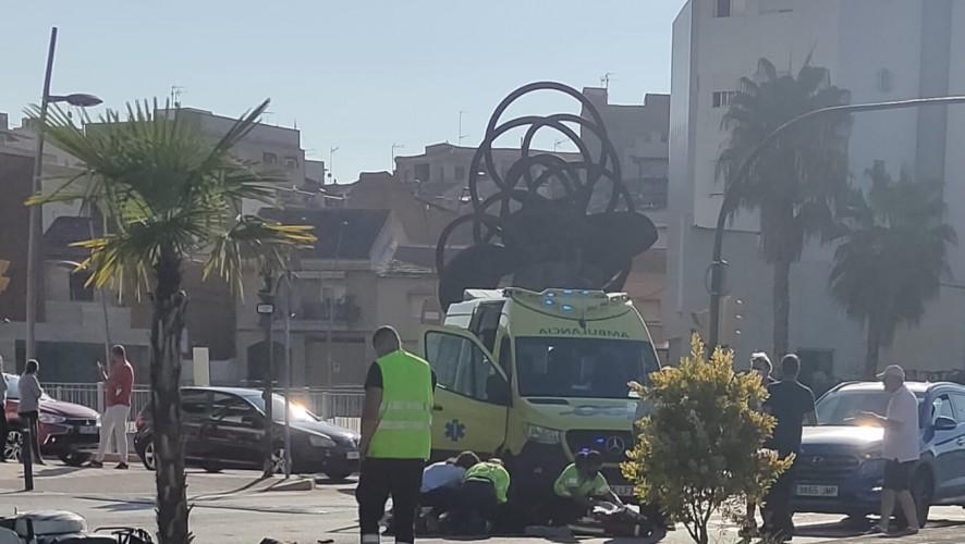 Herida muy grave una mujer tras ser atropellada por una motocicleta en Molina de Segura